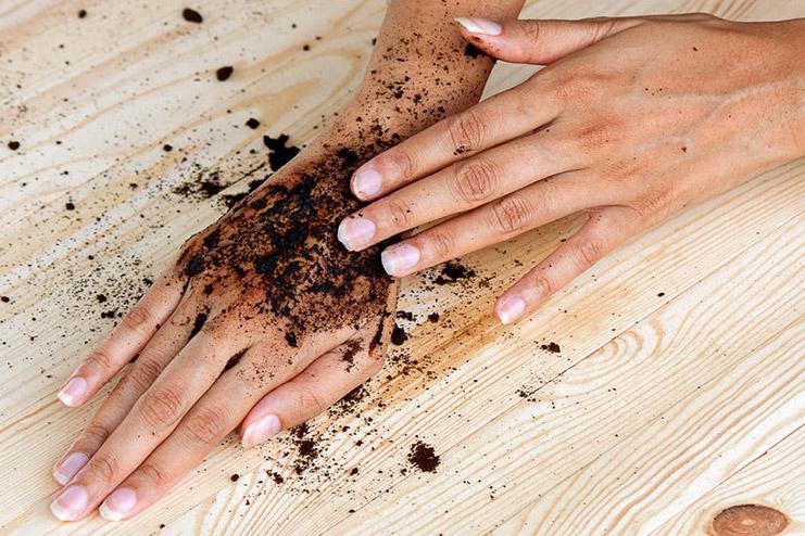 Kaffeesatz in Seife und als Peeling